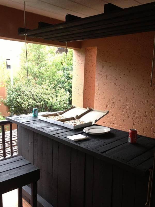 repurposed pallet outdoor bar