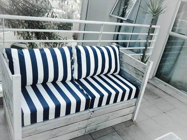 upcycled pallet patio sofa