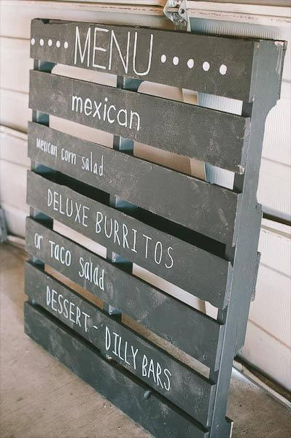 10 diy pallet sign ideas for wedding 99 pallets - Decoration avec des palettes ...