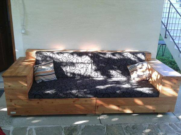 reclaimed pallet outdoor sofa