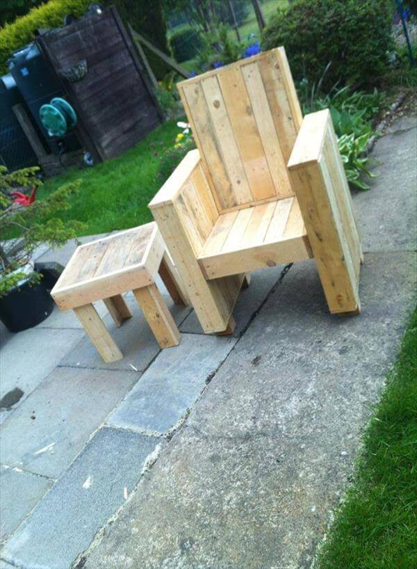 DIY pallet patio furniture out of the pallet recycling, a coffee table ...