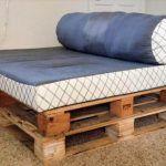 DIY Comfortable Pallet Daybed Design