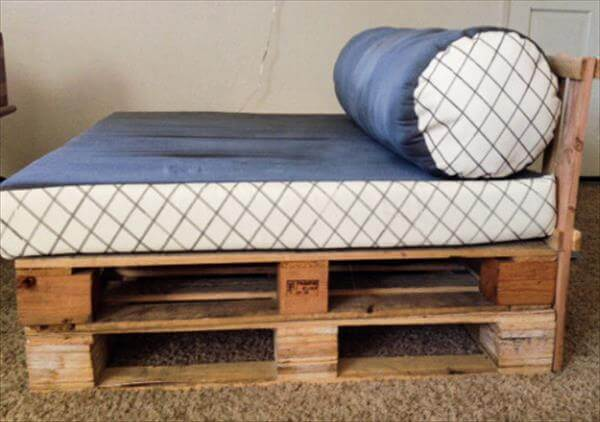 DIY Comfortable Pallet Daybed Design 99 Pallets : pallet couch 21 from www.99pallets.com size 600 x 422 jpeg 32kB
