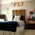 DIY Pallet Headboard for Kids Room