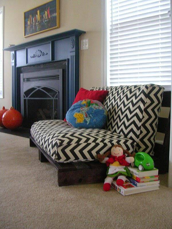 upcycled pallet sofa
