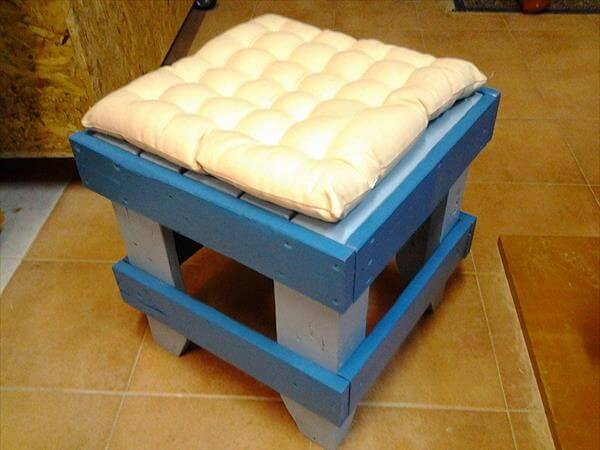recycled pallet sitting stool