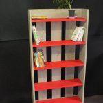 DIY Chic Pallet Bookshelf