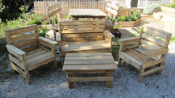 DIY Outdoor Pallet Furniture | 99 Pallets