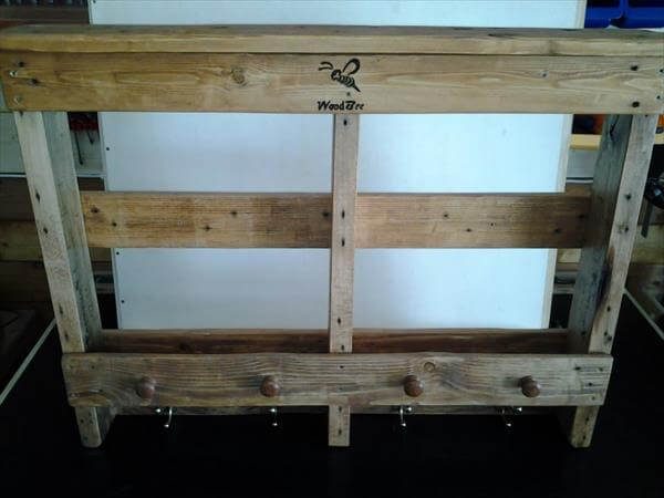 reclaimed pallet racka and shelf