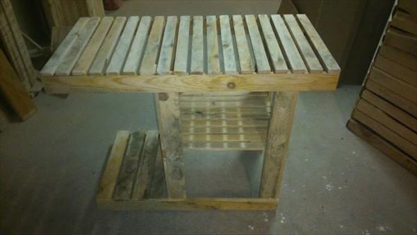 reclaimed pallet barbeque table