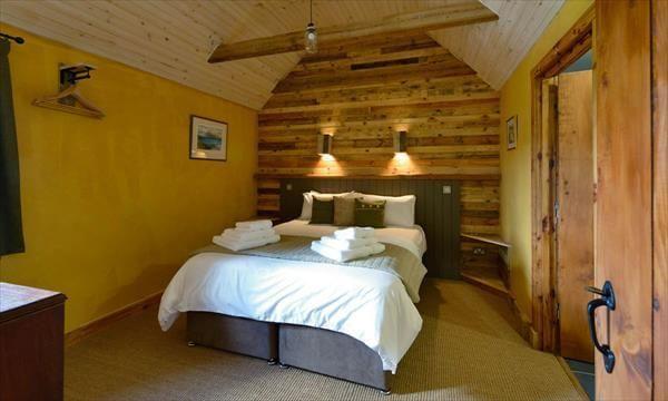 diy pallet bedroom wall