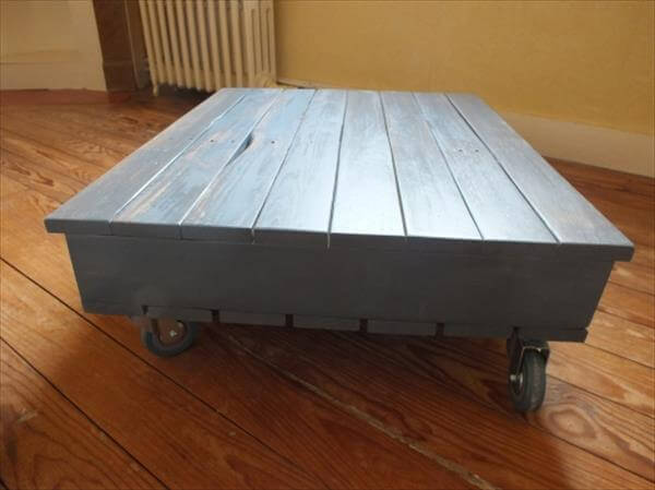 diy pallet coffee table with wheels and storage. Black Bedroom Furniture Sets. Home Design Ideas