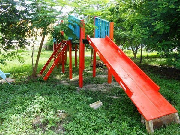 diy kids fun land pallet playhouse 99 pallets. Black Bedroom Furniture Sets. Home Design Ideas