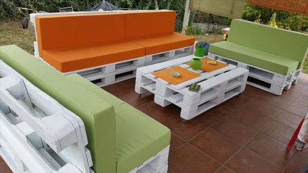 Diy pallet patio furniture 99 pallets for Meuble patio palette