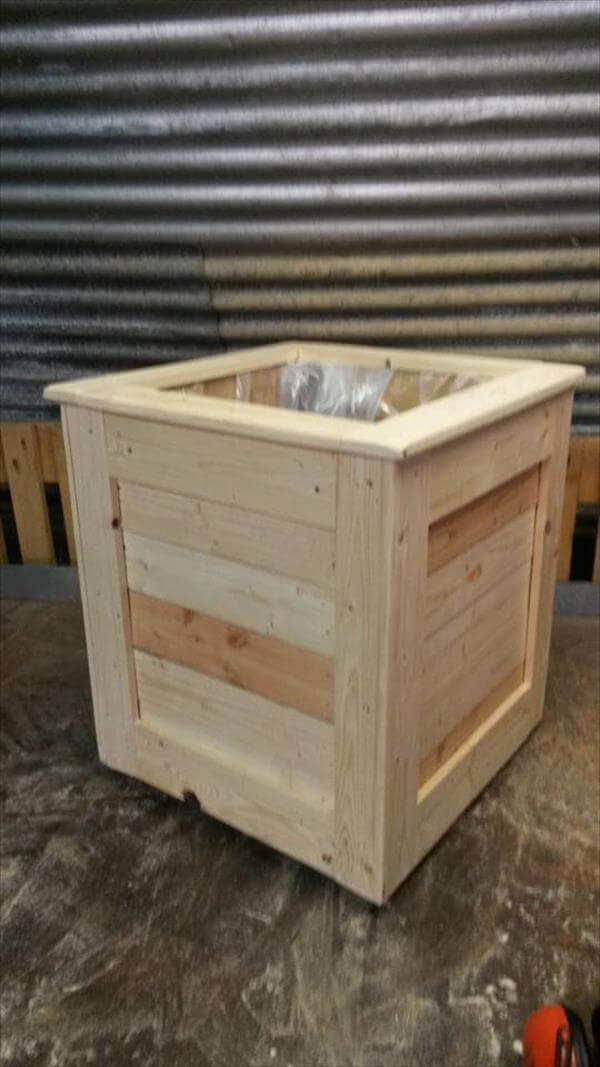 Easy pallet planter box 99 pallets for How to make a planter box out of pallets