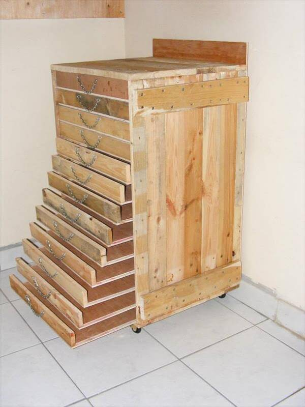 Pallet tool storage cabinet diy tutorial 99 pallets for Making cabinets out of pallets
