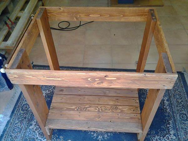Diy pallet kitchen island table 99 pallets for How to make a sturdy table base