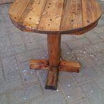 DIY Pedestal Pallet Round Coffee Table