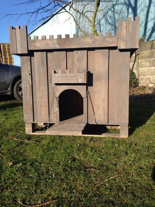 DIY Pallet Wood Dog House