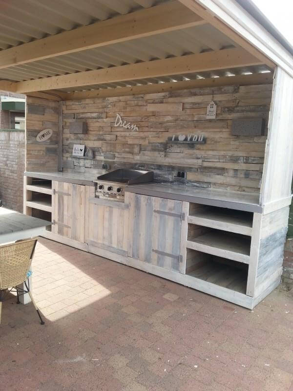 Make a pallet kitchen for outdoor 99 pallets for Wooden outdoor kitchen plans