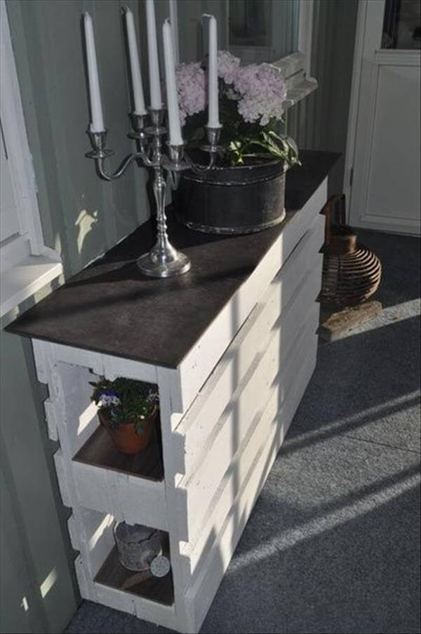 15 ways to use old pallets for furniture 99 pallets - Table salon palette chantier ...
