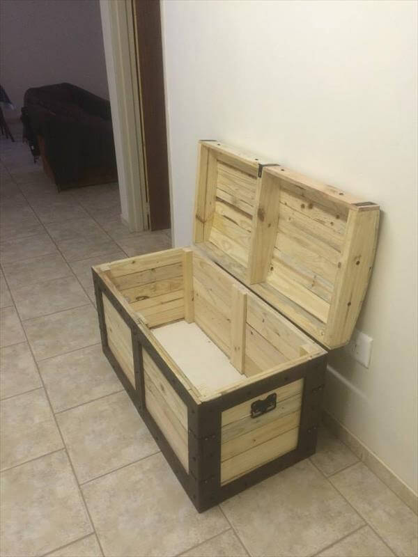 Wood Pallet Chest
