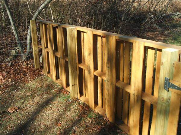 Recycled Pallet Wood Fence 99 Pallets
