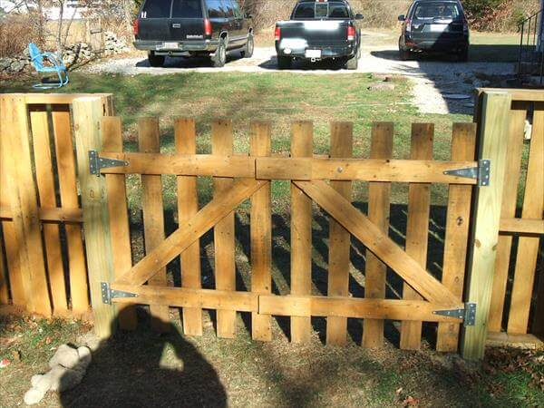 Diy Pallet Fence Gate Diy Do It Your Self