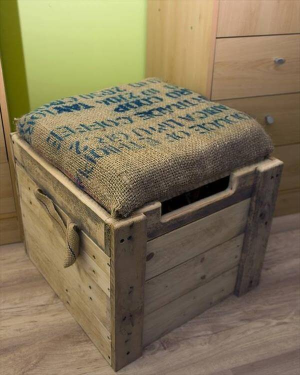 Burlap Cushioned Pallet Ottoman / Toy Box | 99 Pallets