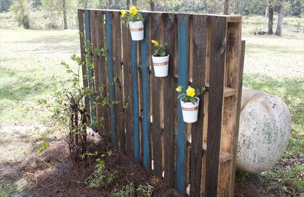 upcycled pallet garden wall