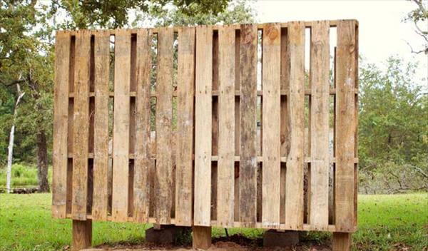 recycled pallet garden wall