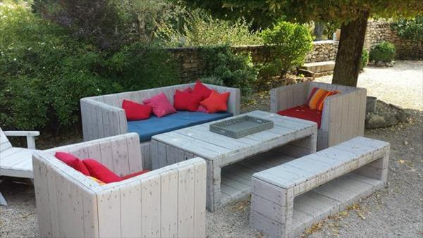 Diy pallet furniture for patio 99 pallets for Meuble patio palette
