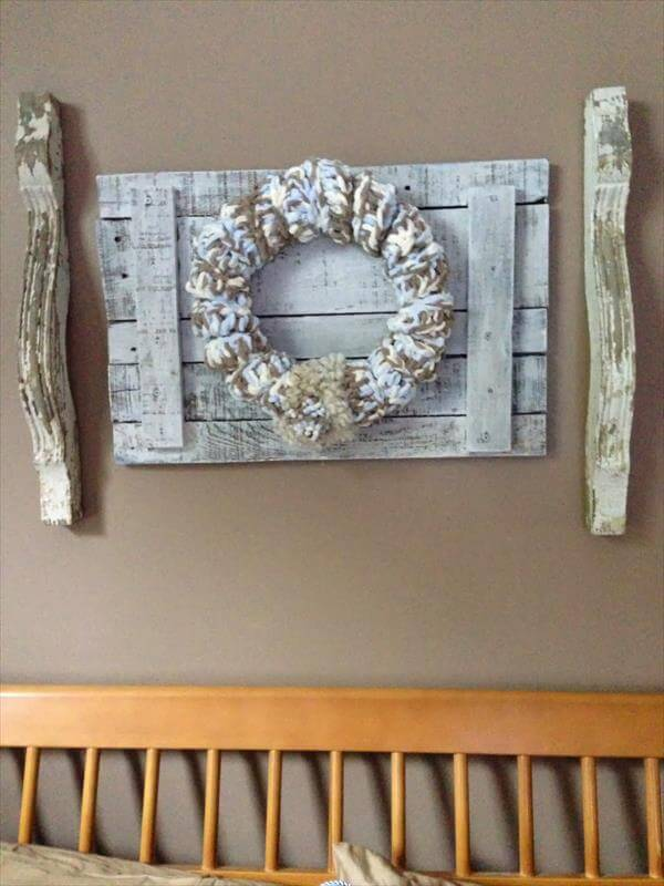 diy pallet and corbels wall decor. Black Bedroom Furniture Sets. Home Design Ideas