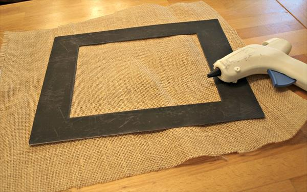 making the burlap picture mat
