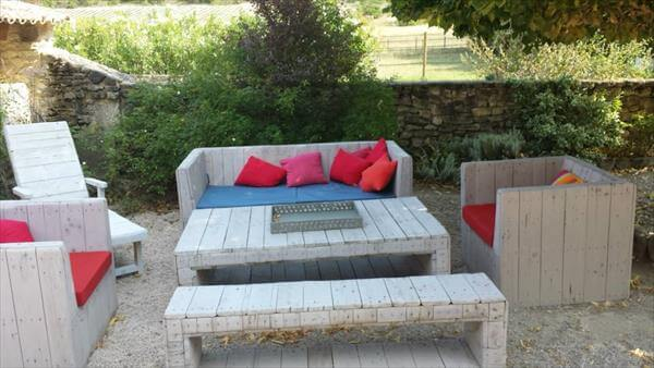 upcycled pallet outdoor sitting plan
