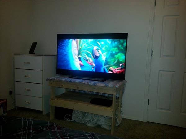 easy to build pallet TV stand