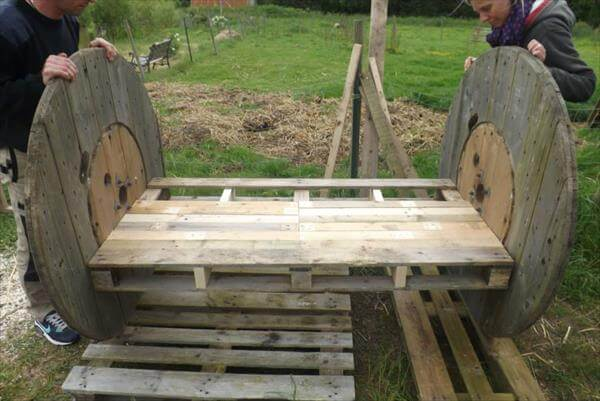 DIY Pallet Wood And Wire Spool Bench 99 Pallets