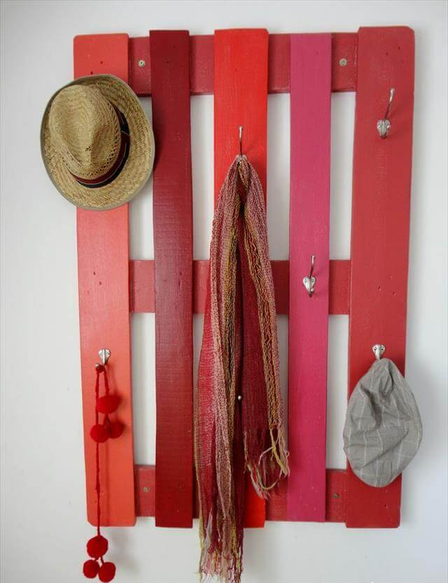 Simple Pallet Wood Coat Rack with Hooks