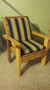 reclaimed pallet chair with cushion