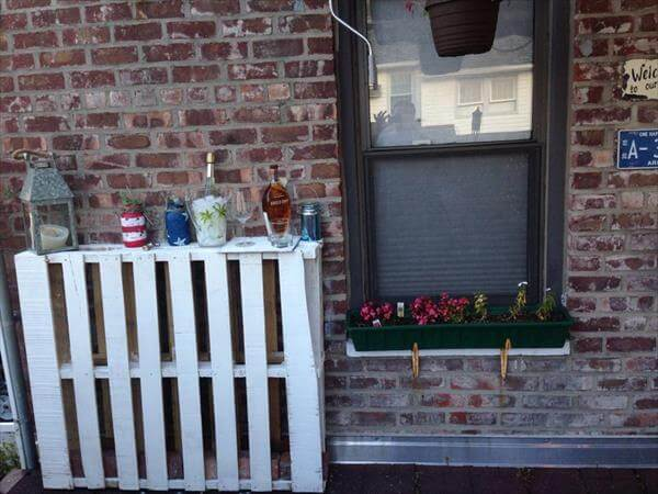 upcycled outdoor pallet decorative shelf