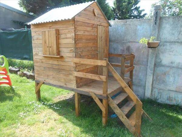 repurposed pallet playhouse
