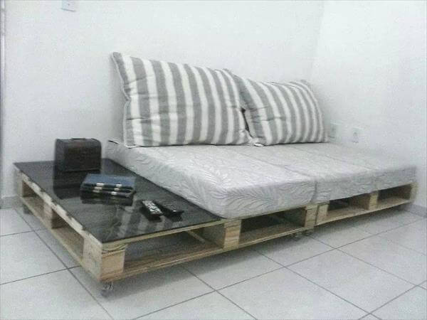 recycled pallet sofa with side table
