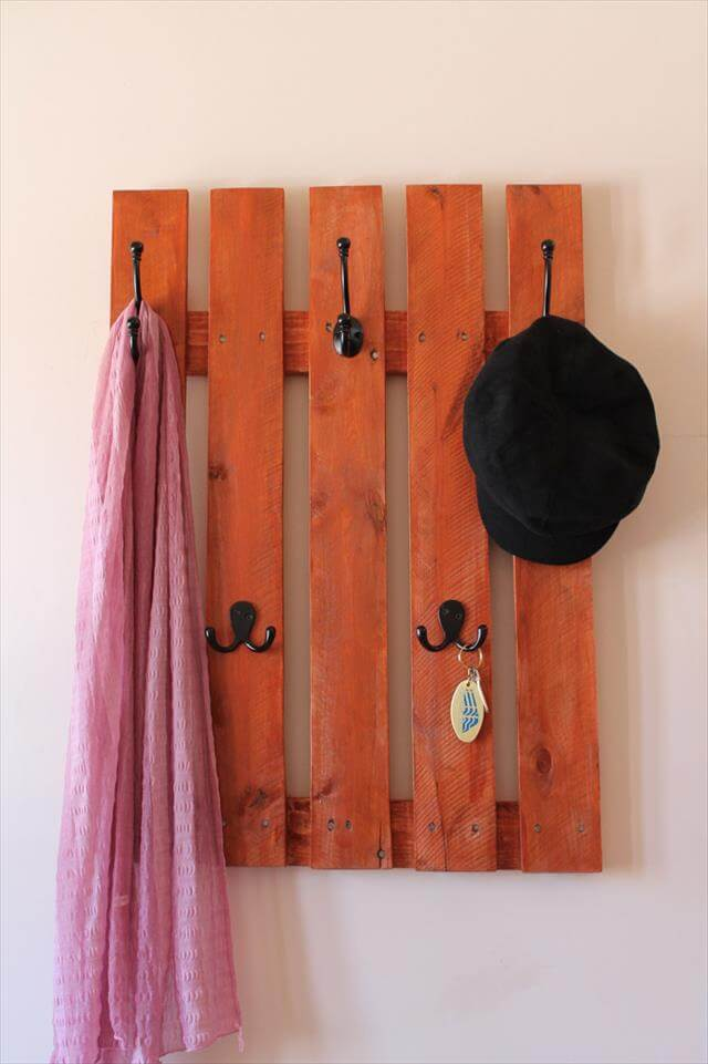 10 Reclaimed Wood Pallet Coat Rack 99 Pallets