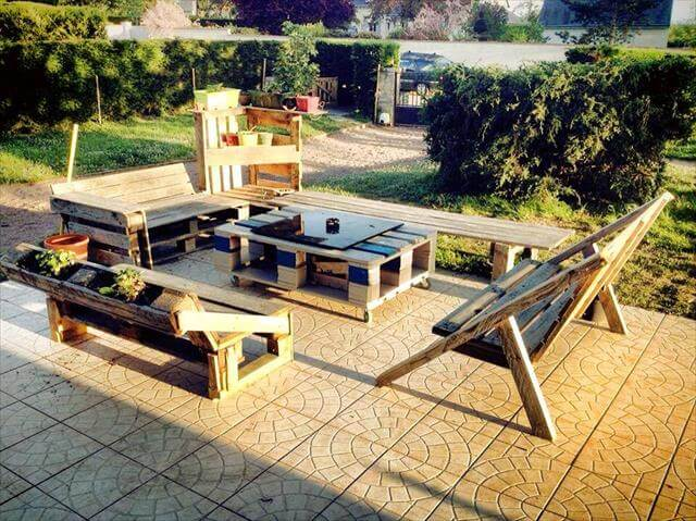 upcycled pallet patio furniture set