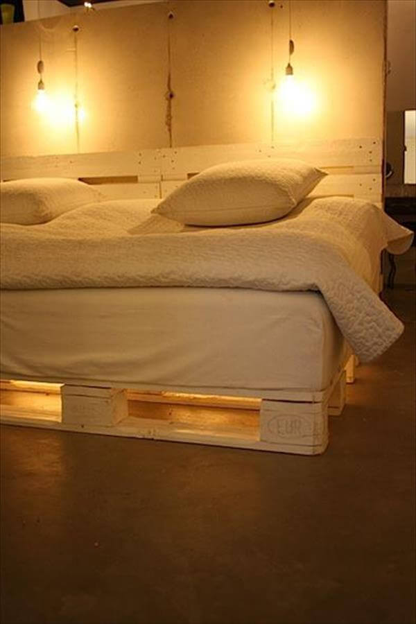 Diy chic white platform pallet bed 99 pallets for Pallet bed frame with lights