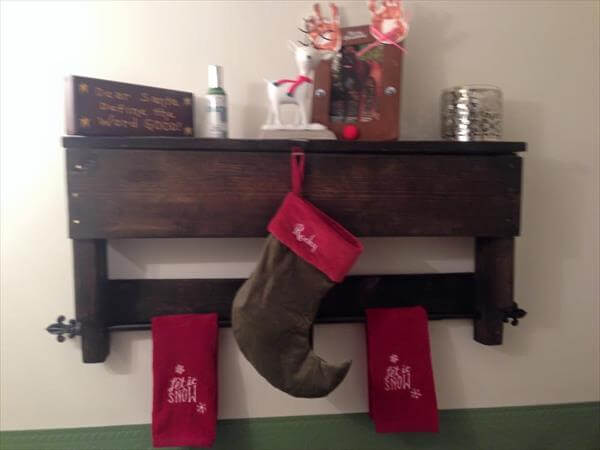 diy pallet shelf with towel rack