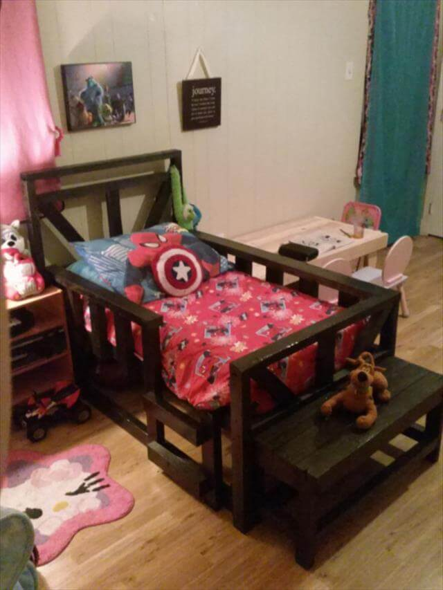 handmade pallet toddler bench