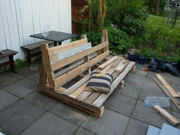 Pallet Patio Furniture Cushions diy pallet outdoor sofa with cushion: tutorial | 99 pallets