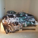 DIY Reclaimed Pallet Bed