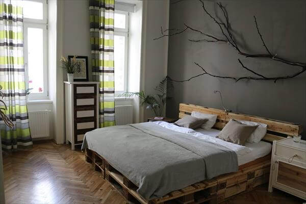 diy sturdy but rustic pallet bed with headboard